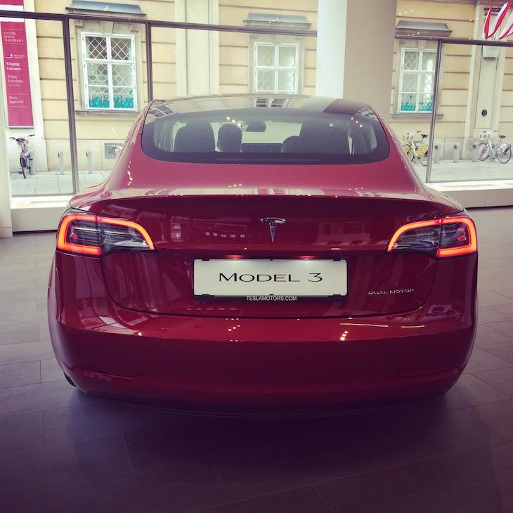 Tesla 3 - tolles Design, genügend Reichweite und Supercharger Netzwerk - viele Gründe, die für dieses Auto sprechen. Ein weiterer Schritt für die Verbreitung von E-Mobilität